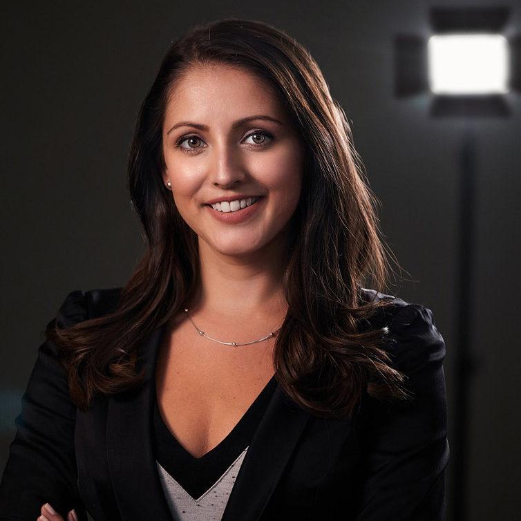 Vanessa-Holding-Video-Producer